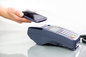 الدفع عبر هاتفك في المتاجر