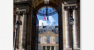 قصر الإليزيه يفتح أبوابه أمام العامة ليخرجوا محملين بالهدايا